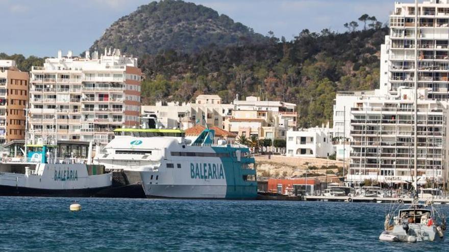 Fomento del Turismo defiende la vuelta de los ferris al puerto de Sant Antoni