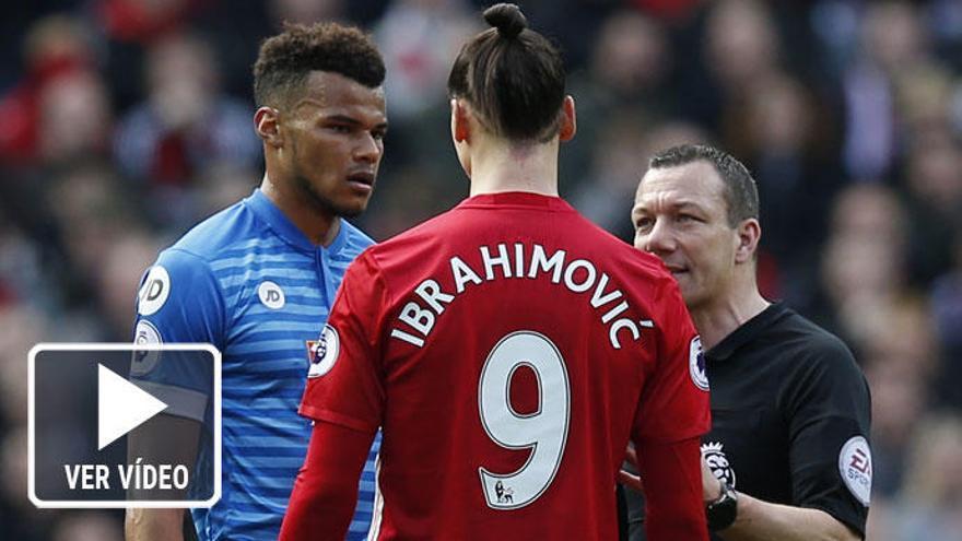 Ibrahimovic contra Mings, combate en la Premier League