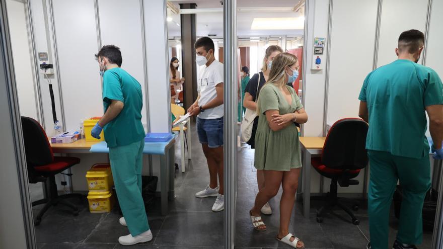 Sanitat comenzará a vacunar sin cita previa a partir del martes