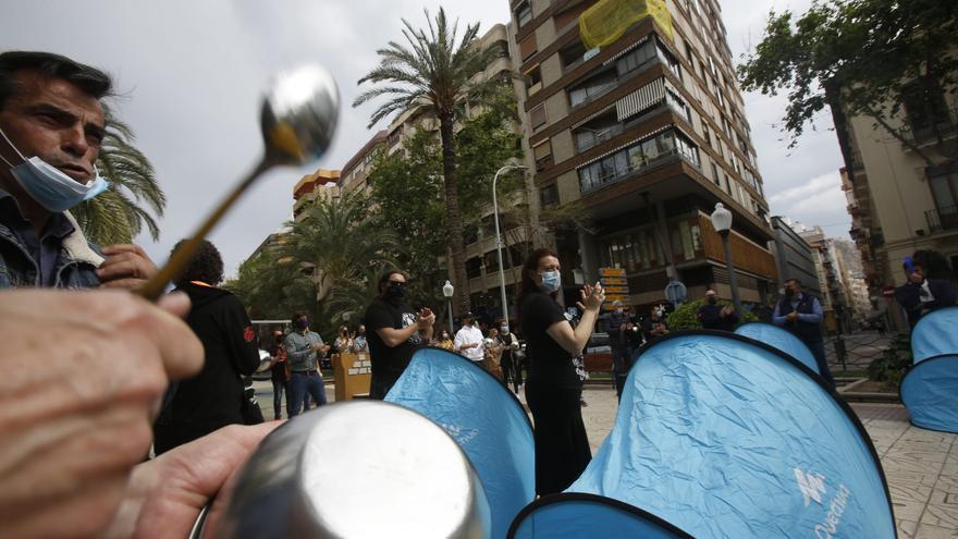 La acampada de la hostelería y el ocio nocturno se traslada a Alicante en demanda de ayudas y del cierre a las 22 horas
