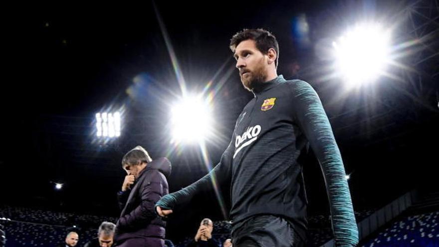 Leo Messi, al margen del grupo, vuelve a pisar el césped