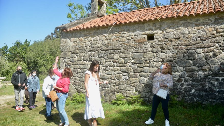 Los fieles acuden a San Cibrán aun sin romería