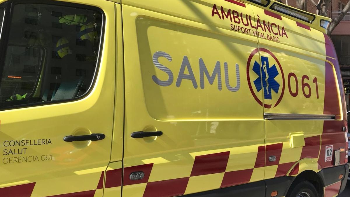 Archivo - Una ambulancia del SAMU 061.