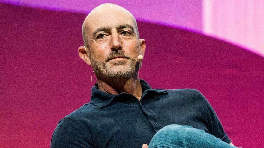 Mark Bezos, el hermano (casi clon) que sirve para todo
