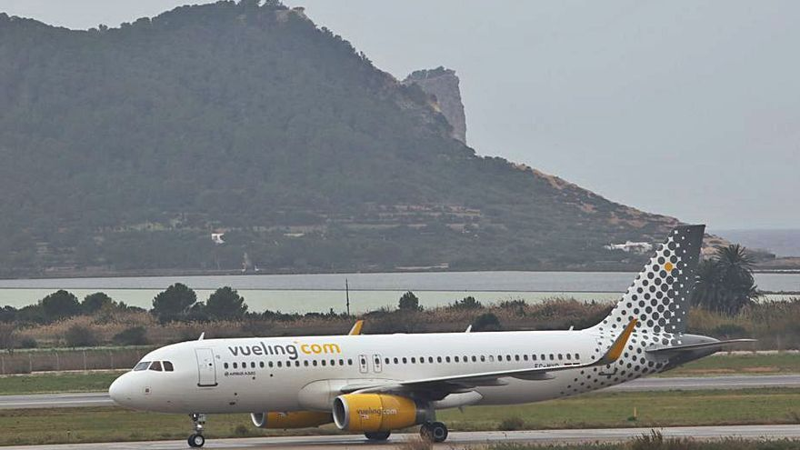 Vueling operará nuevas conexiones entre Ibiza, Granada, Zaragoza y Santiago