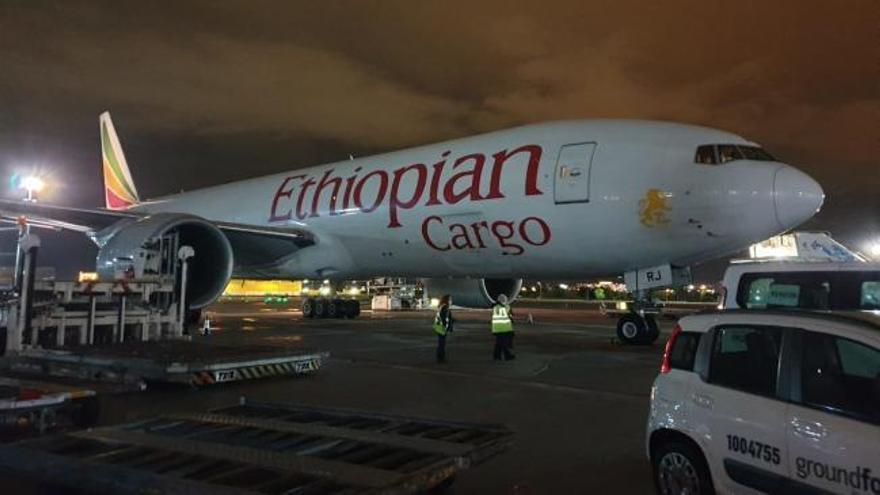 Llega el décimo avión con material sanitario