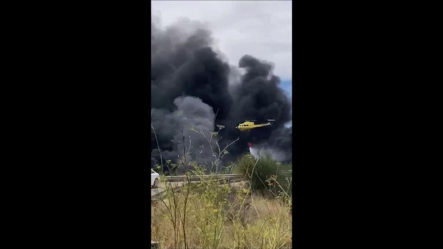 Extinguen el incendio de una finca en San Javier junto a la AP-7