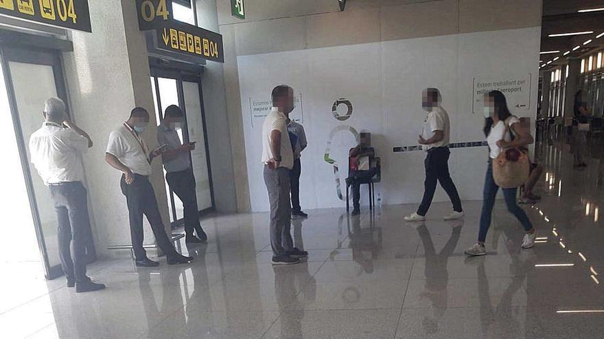 Los taxis amenazan con una revuelta en el aeropuerto de Palma por los 'piratas'