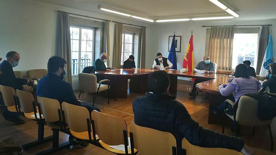 El gobierno agoladés aprueba sus nuevos sueldos en una sesión con plante del PP