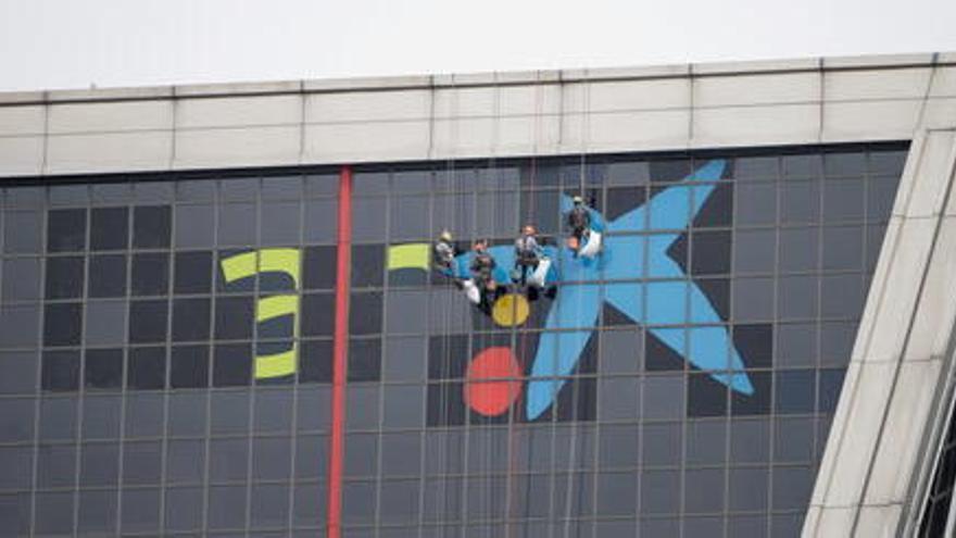CaixaBank retira el logo de Bankia d'edificis emblemàtics com les Torre Kio de Madrid