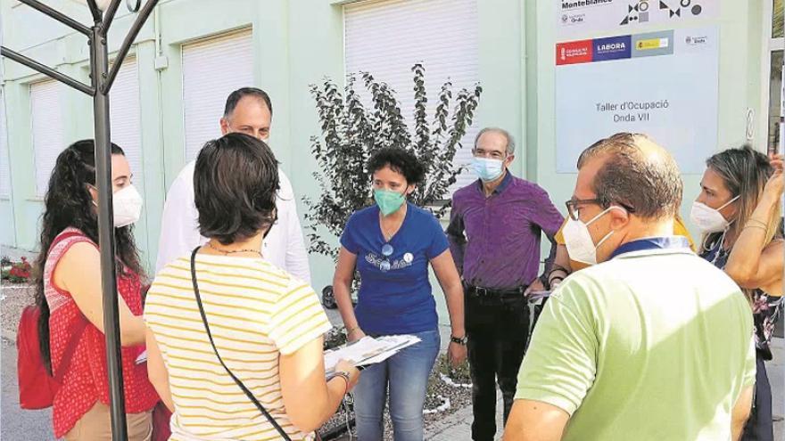 La 'formación a la carta' de Onda da trabajo a 1.000 vecinos en el azulejo