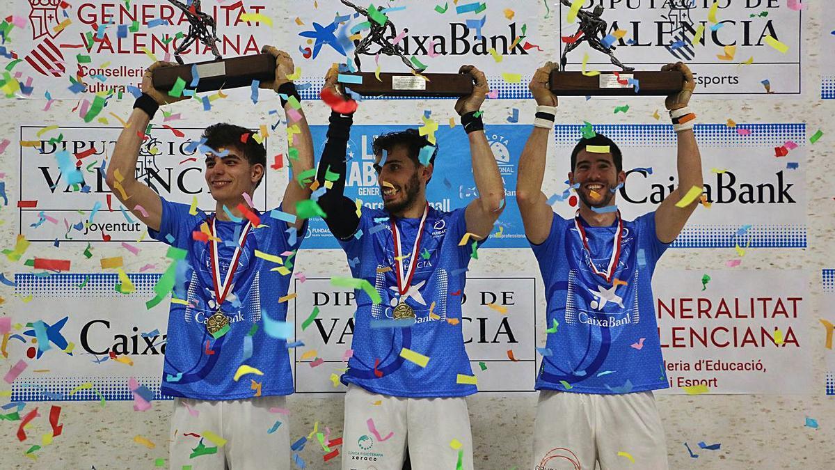 Vercher, Canari i Ricardet alcen els trofeus de campions de la Lliga de raspall. | FUNPIVAL