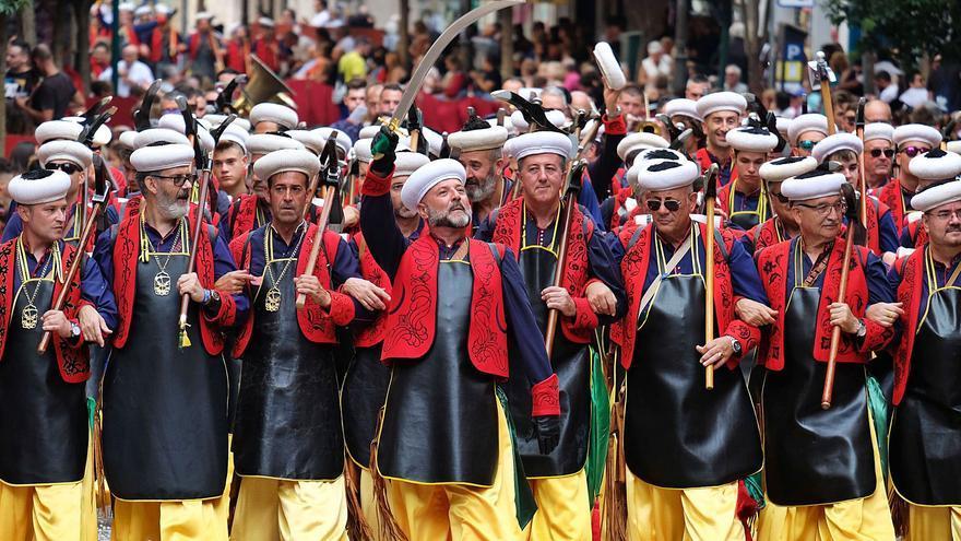 El plan sanitario para los Moros y Cristianos recibe el apoyo de la Undef pero divide a los festeros