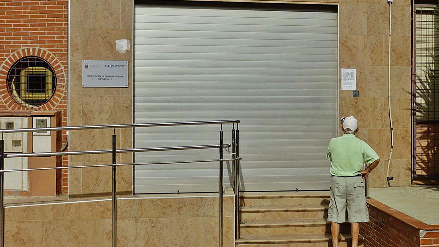 Los mayores, vetados en la vida social al cerrar los centros municipales