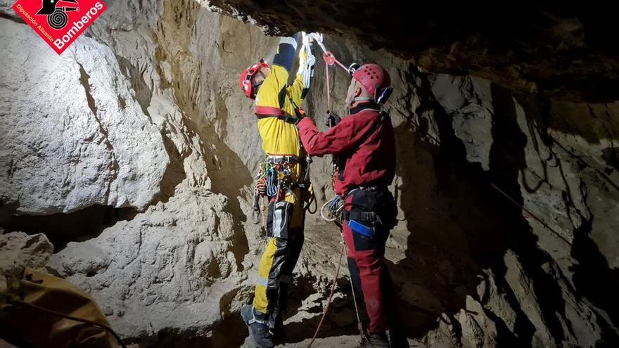 Rescate a un espeleólogo en la Sierra del Coto en Monóvar