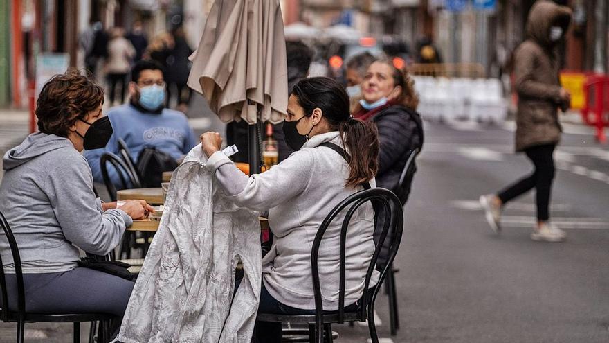 Tenerife casi triplica a Gran Canaria en nuevos contagios este jueves
