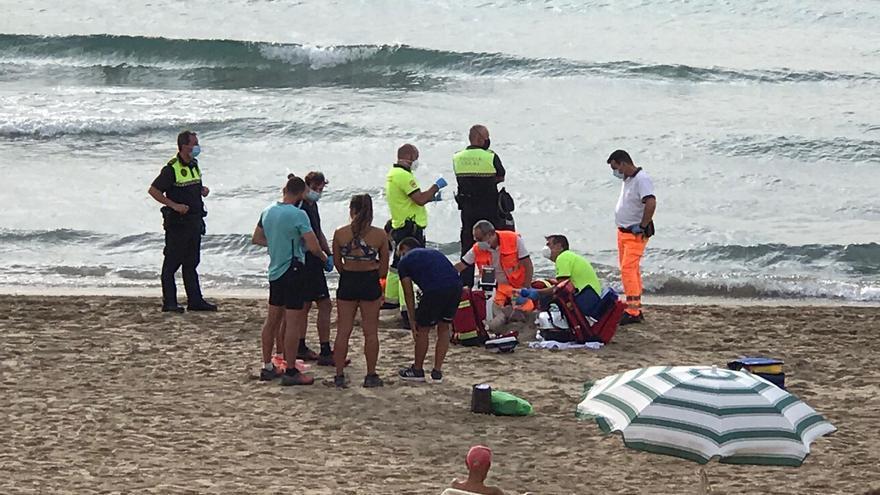 Fallece un hombre de 81 años en la playa del Postiguet