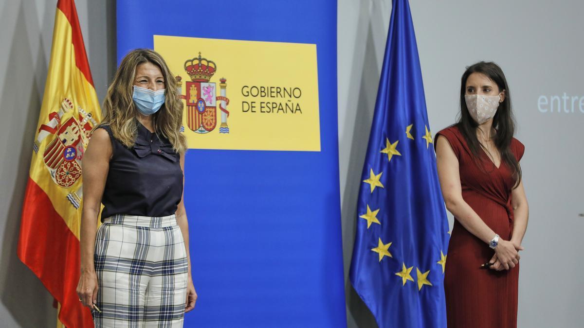 Las ministras Díaz y Montero.
