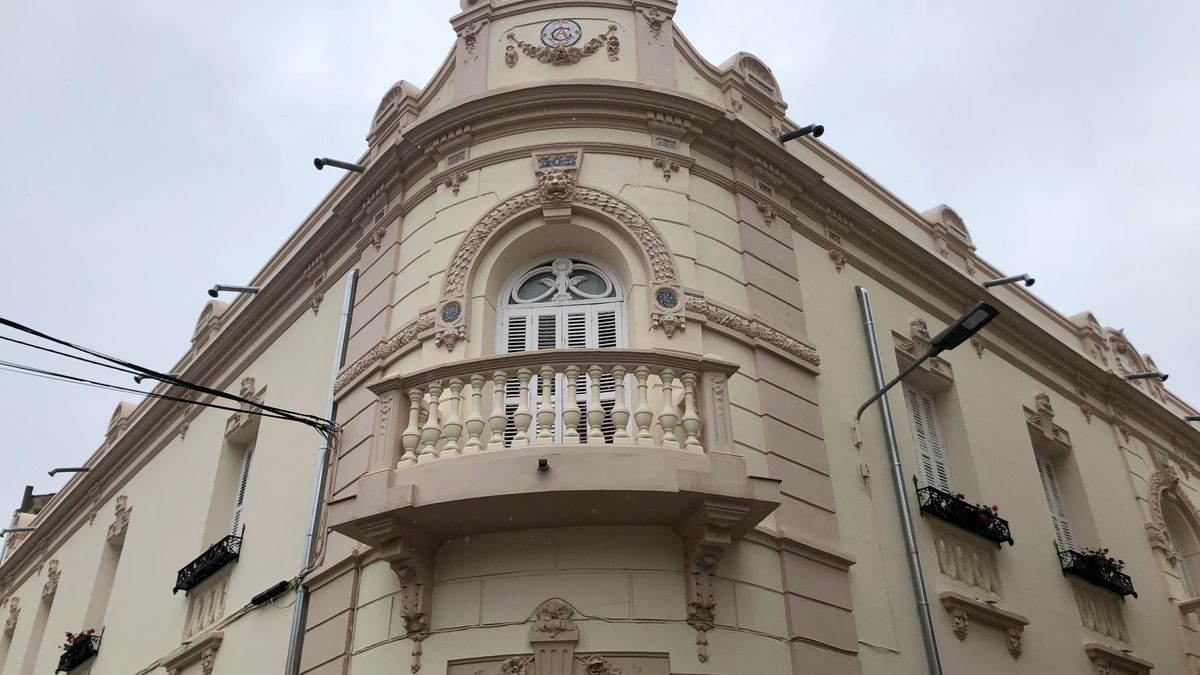 Espléndida fachada en la plaza del Rollo Blanco de Miajadas.
