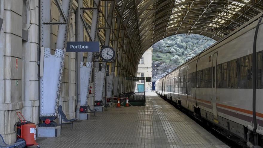 El senador santperenc d'ERC exigeix solucions pel tren entre Portbou i Cervera