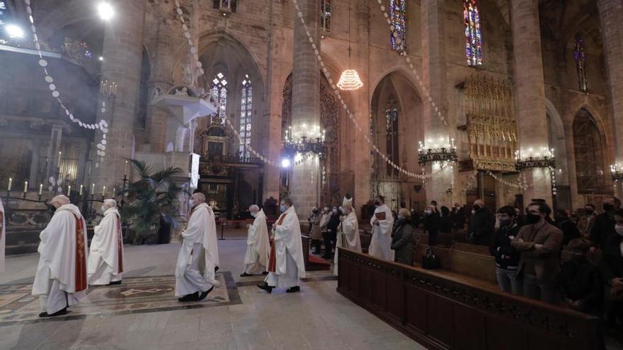 El obispo de Mallorca apela a la caridad social en su homilía de la Festa de l'Estendard