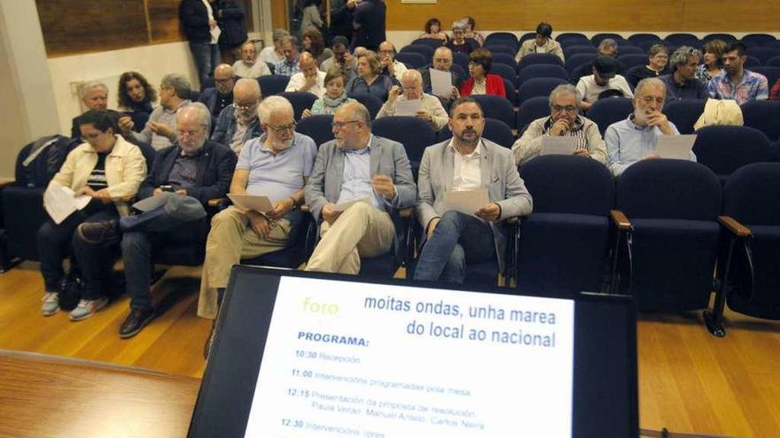 """Villares exhibe sus apoyos que le ven como un """"líder que refuerza a En Marea"""""""