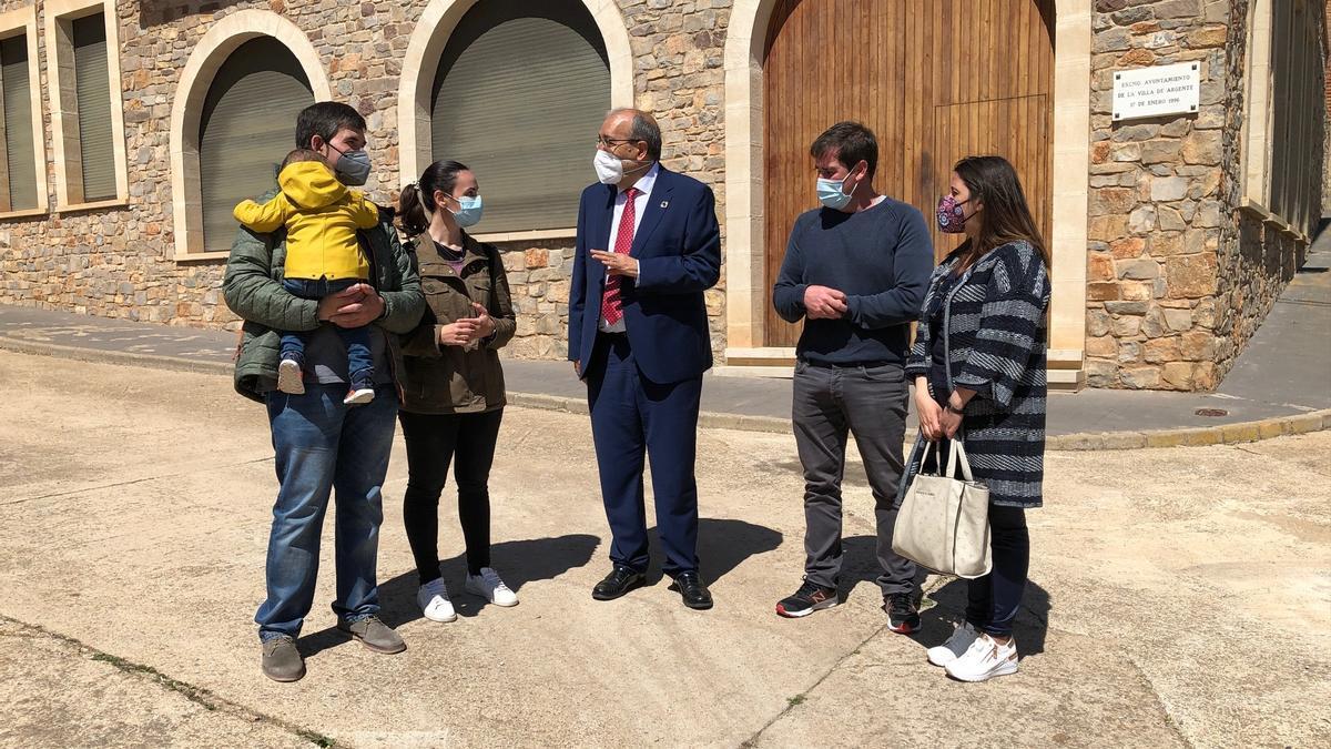 Rando visita la localidad de Argente para conocer los efectos del Plan de Empleo de la DPT.