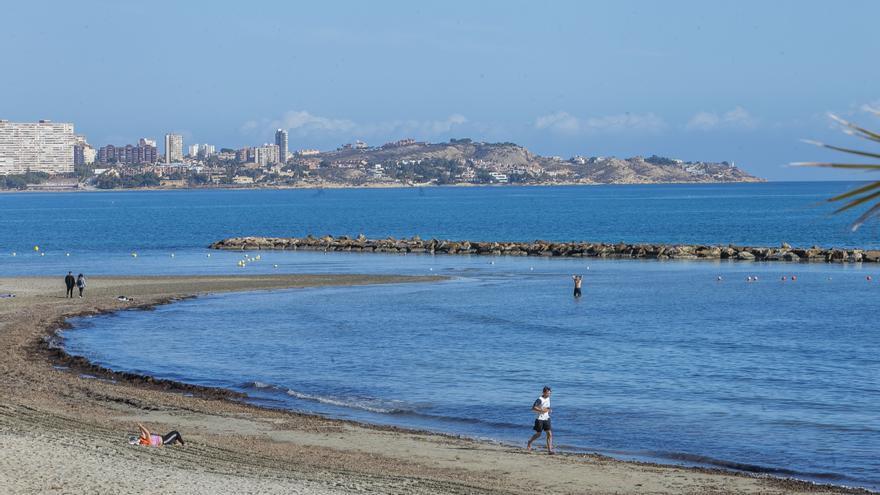 Costas construirá un espigón en la playa del Postiguet para evitar que la zona del Cocó se convierta en un pantano