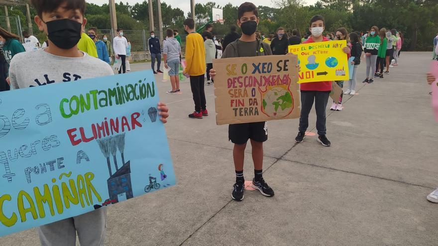 La comunidad educativa de As Bizocas abandera la lucha meca por el planeta