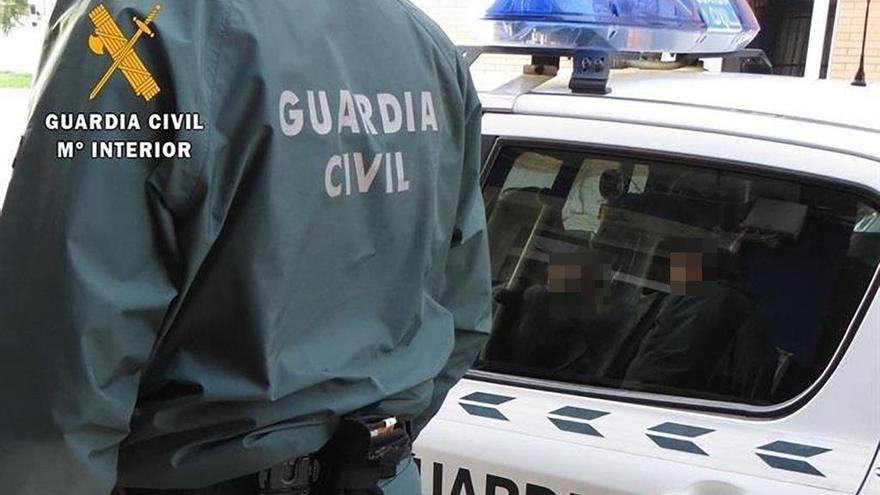 Herido grave un ciclista en una colisión con un coche en la rotonda entre Consell y Alaró