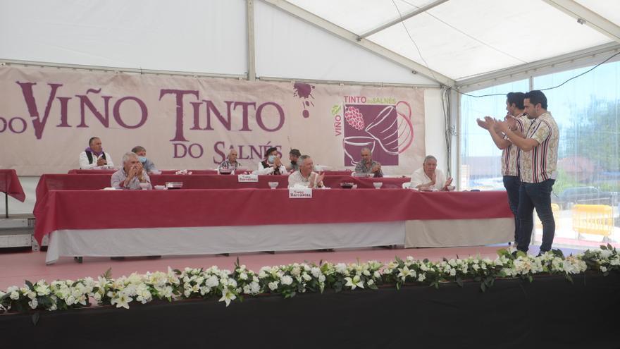 Barrantes festeja su vino con la cata y ambiente animado en la hostelería