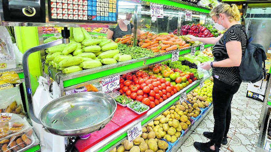 La fruta fresca y la carne encarecen la cesta de la compra de la pandemia