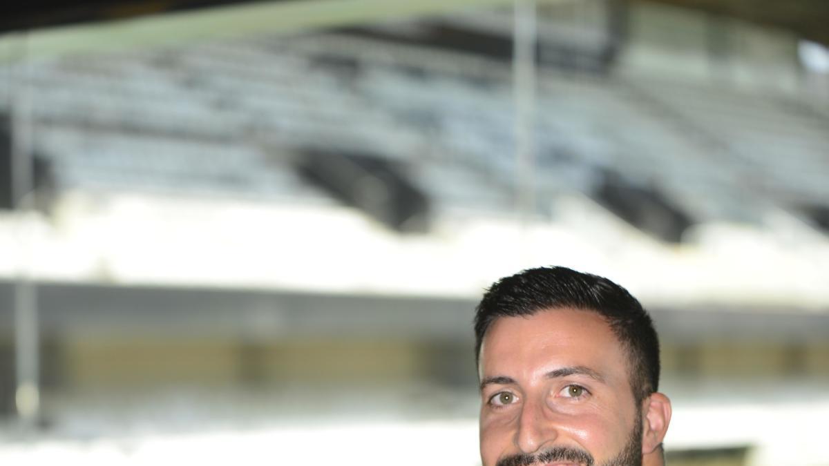 Javi Madrid, en las gradas del estadio Cartagonova.