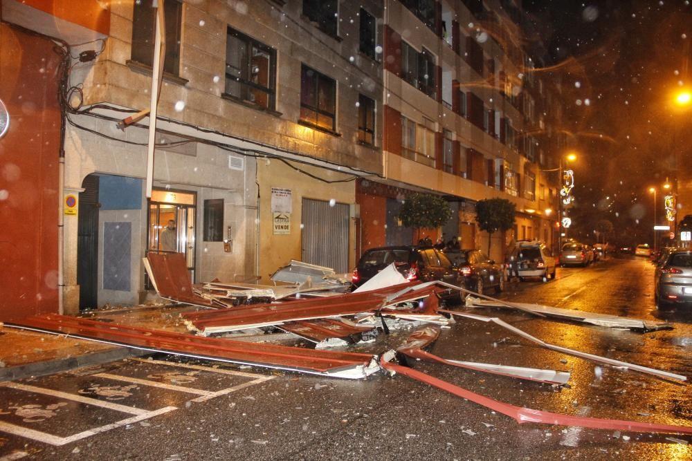 Desprendimiento de una fachada en Marín.