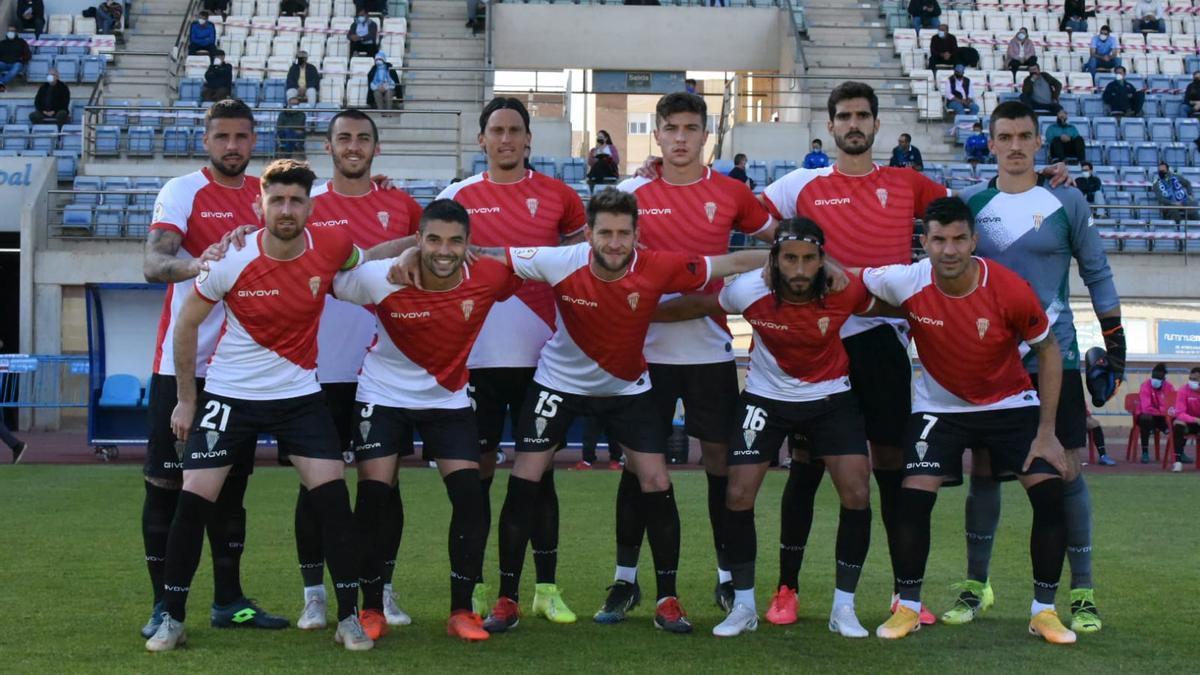 Equipo titular del Córdoba CF que saltó al terreno de juego del Santo Domingo, ante el CD El Ejido.