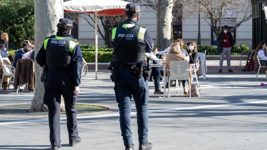 La Policía Local de Badajoz sanciona a 403 personas en los cinco días del 'no Carnaval'