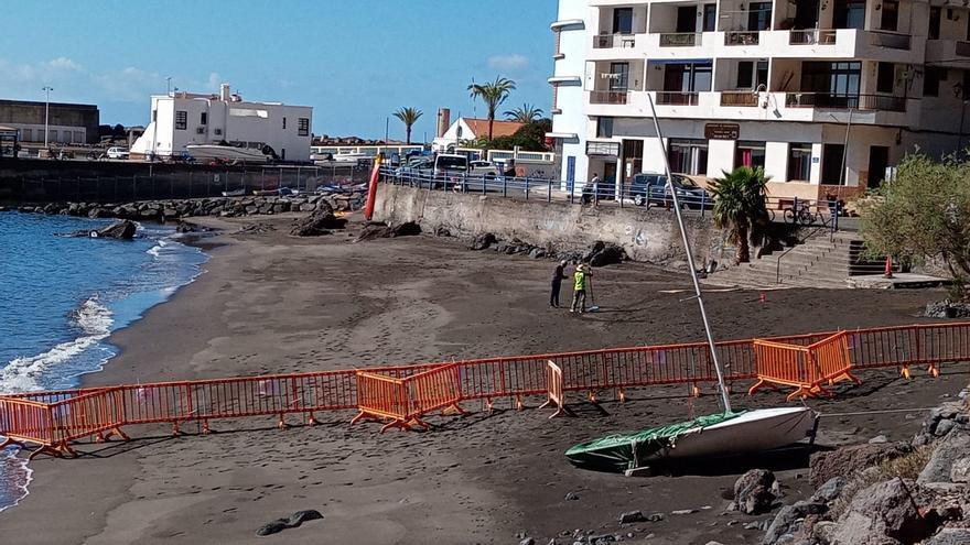 La playa de Vueltas reabre de manera parcial al baño