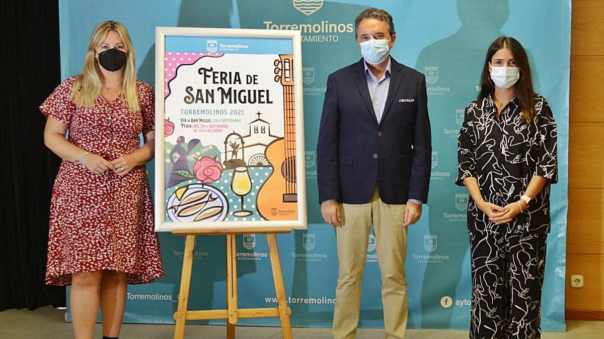 El alcalde de Torremolinos, junto a las concejalas de Turismo y Patrimonio Cultural.