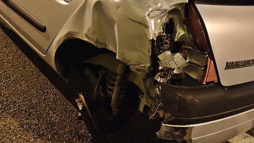 Un todoterreno arranca la rueda a un coche en la Vía de Cintura y huye