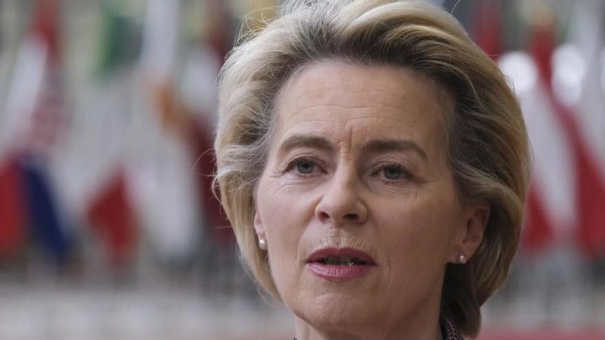 Ursula Von der Leyen viajó a Alemania tras anunciar el jueves que se confinaba