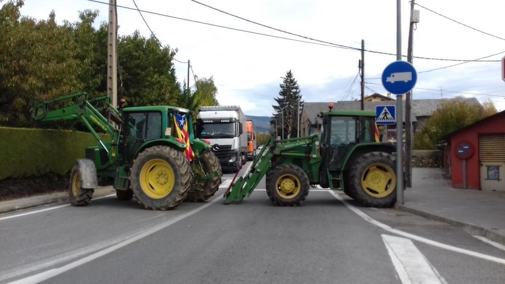 Tractors bloquegen la frontera amb França