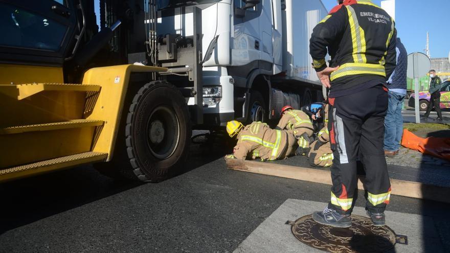 Herido grave un ciclista septuagenario tras ser atropellado por un camión en Vilagarcía
