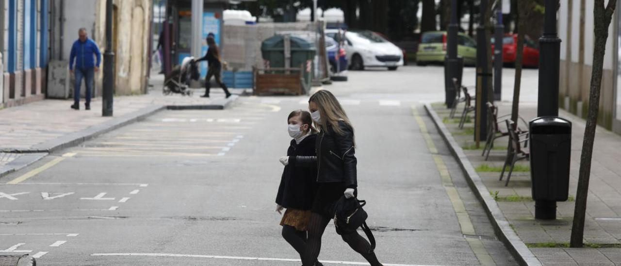 Los pediatras advierten del peligro de infección si van menores a las compras