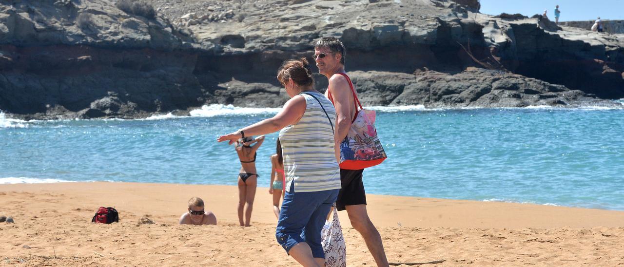 Turistas en la playa de Tauro en una imagen de archivo.