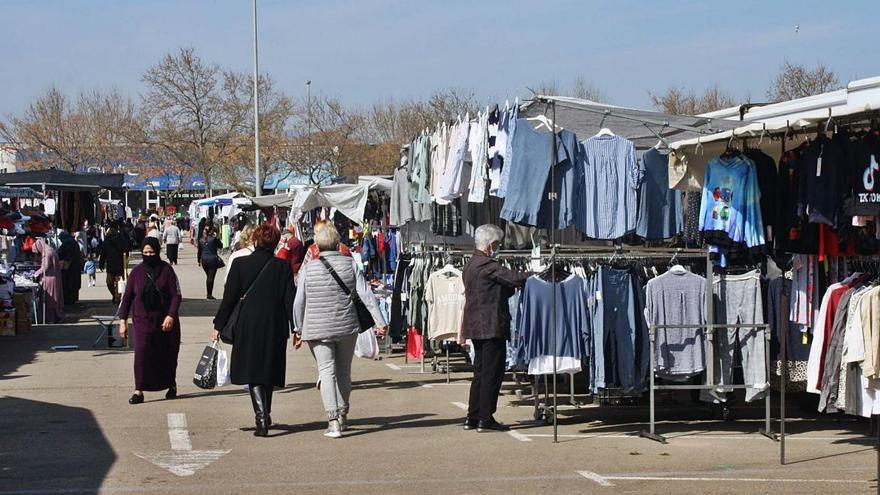 La ubicació del mercat a Figueres genera debat entre els marxants