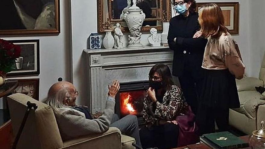 Visita Carmen Amoraga felicita  a Brines en l'Elca
