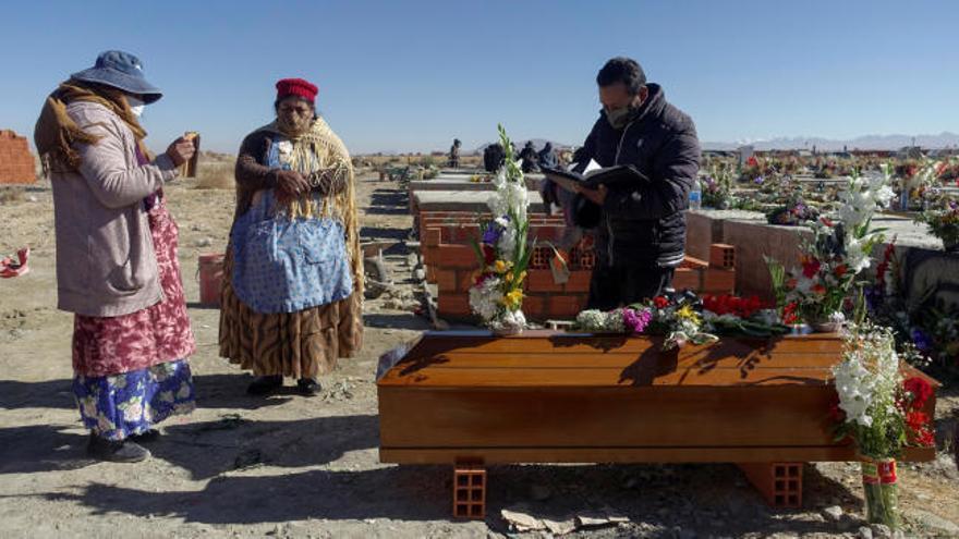 Los cementerios bolivianos al borde del colapso por los muertos de Covid