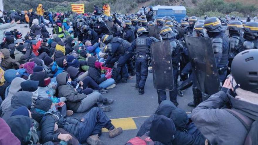 Detenidas 19 personas por el bloqueo de La Jonquera