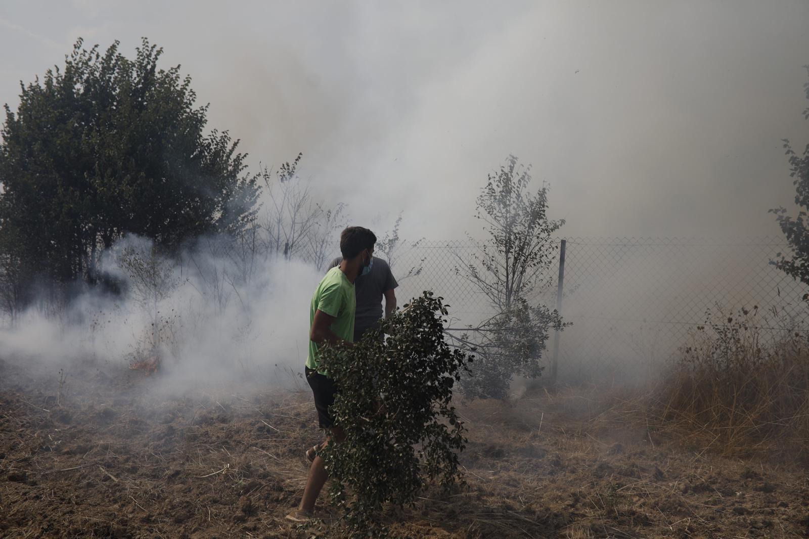 Imágenes del fuego declarado en Lober de Aliste, Zamora