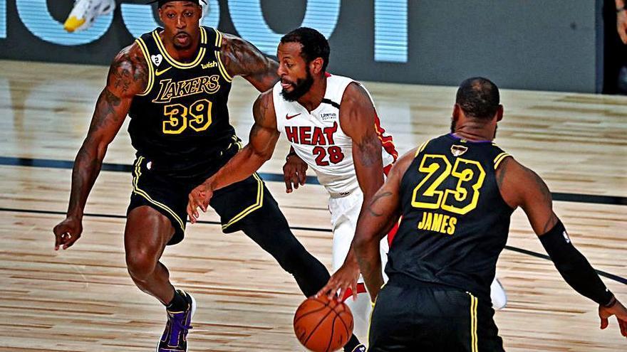 LeBron y Davis anulan a Miami